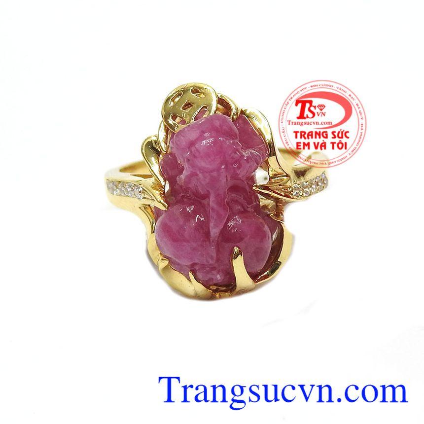 Nhẫn ruby tỳ hưu ngậm tiền là sản phẩm đá ruby đẹp, có giấy kiểm định đá thiên nhiên