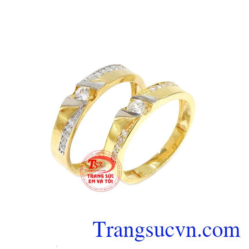 Nhẫn cưới là vật chứng cho tình yêu của đôi lứa.