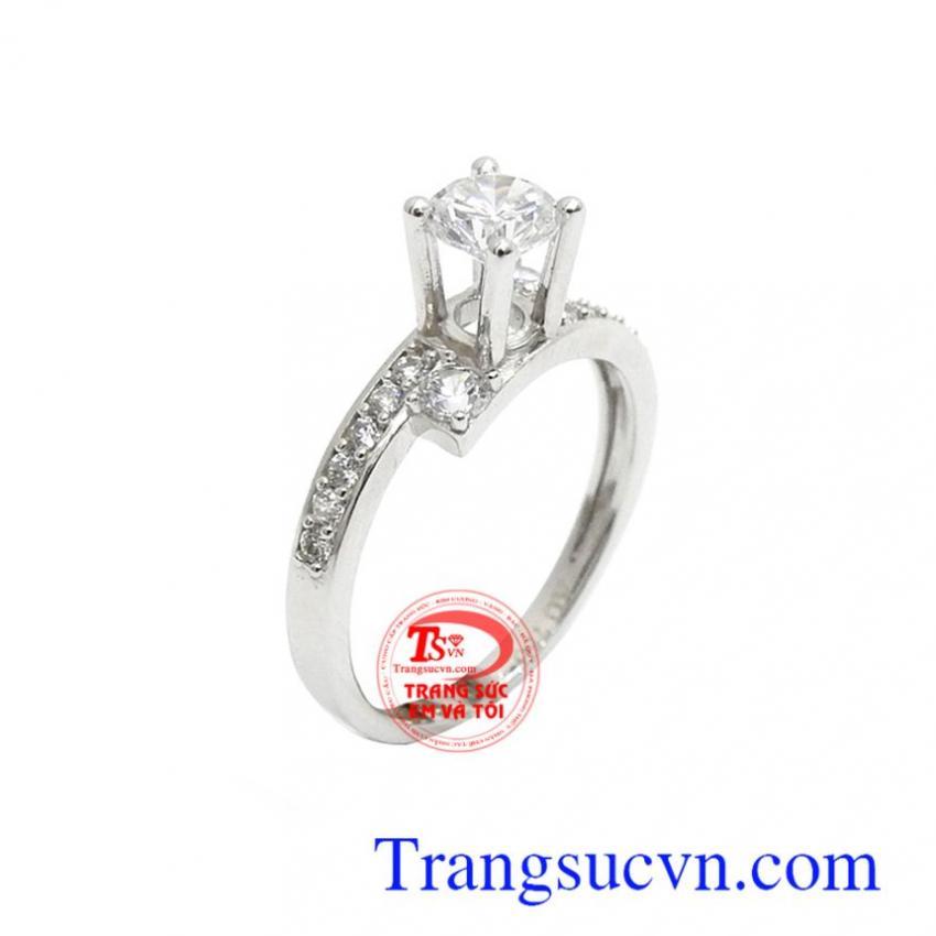 Nhẫn vàng trắng đính đá quyến rũ