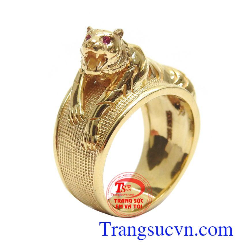 Nhẫn nam chạm khắc mạnh mẽ 18k mang lại phong cách riêng đẳng cấp, cá tính và thời trang cho phái mạnh
