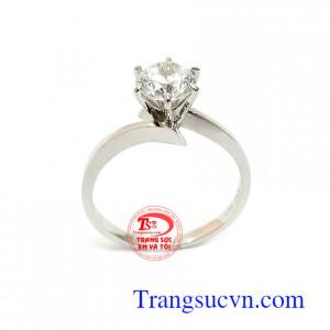 Nhẫn Nữ Vàng Trắng Thời Trang mang lại sự tinh tế, nhẹ nhàng và sang trọng cho phái đẹp