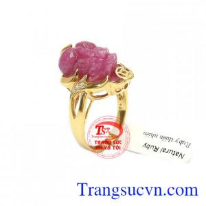 Nhẫn ruby tỳ hưu may mắn