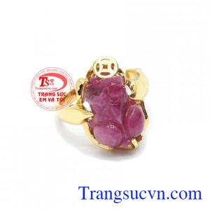 Nhẫn ruby tỳ hưu thịnh vượng là sản phẩm đá ruby thiên nhiên, chế tác hình tỳ hưu 3D sắc nét