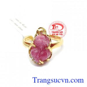 Nhẫn ruby tỳ hưu đại cát là sản phẩm tỳ hưu đẹp, chế tác tì mỉ, sắc nét