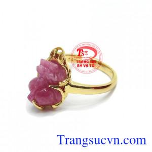 Nhẫn ruby tỳ hưu đại cát được phái nữ ưa thích