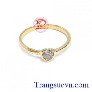 Nhẫn nữ trái tim vàng 10k được nhập khẩu từ Hàn Quốc.