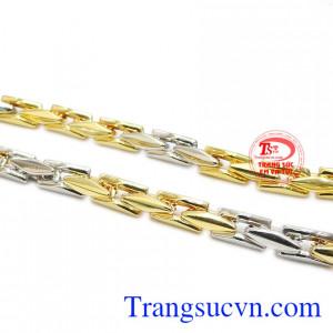 Sản phẩm kết hợp từ vàng màu và vàng trắng tạo điểm nhấn cho sản phẩm.