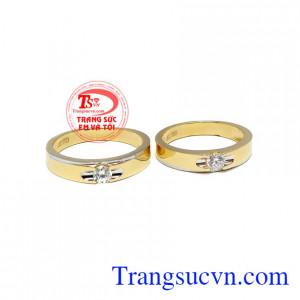 Đôi nhẫn cưới thủy chung dành cho các cặp đôi bạn trẻ có mong muốn tìm những đôi nhẫn cưới đơn giản nhưng không kém phần sang trọng, trẻ trung
