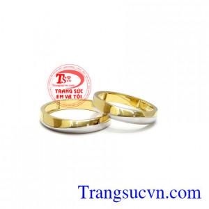 Đôi nhẫn cưới hạnh phúc bền chặt