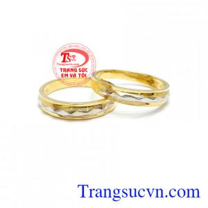 Đôi nhẫn cưới bên nhau