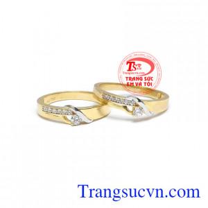 Nhẫn cưới được xem là vật bảo vệ cho hạnh phúc gia đình, bằng chứng cho cuộc hôn nhân