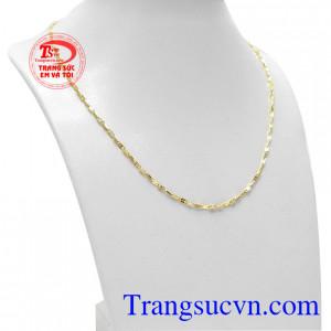 Dây chuyền nữ dịu dàng vàng 18k mang đến cho người dùng sản phẩm đẹp mắt và tinh tế.