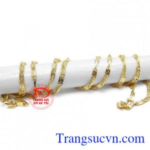 Dây chuyền vàng thích hợp làm quà tặng cho người thân của bạn.