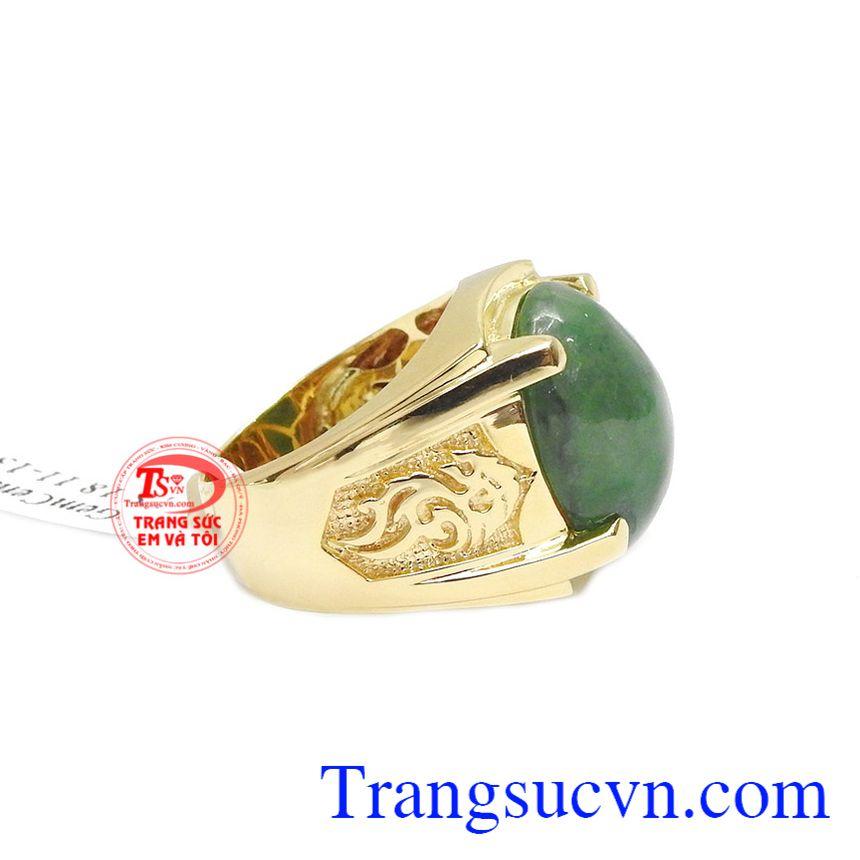 Với sự kết hợp từ vàng màu 14k và ngọc cẩm thạch thiên nhiên tạo nên một sản phẩm hợp phong thủy.