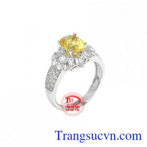 Nhẫn nữ thạch anh vàng quý phái