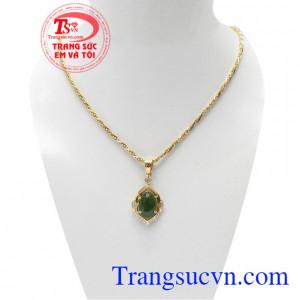 Bộ dây nephrite hoàng gia là sản phẩm bộ dây chuyền đẹp, ngọc cẩm thạch thiên nhiên