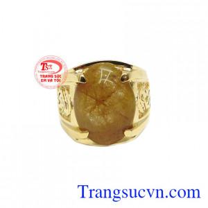 Nhẫn vàng 14k thạch anh tóc thiên nhiên mang phong cách trẻ trung, thời trang và nam tính.