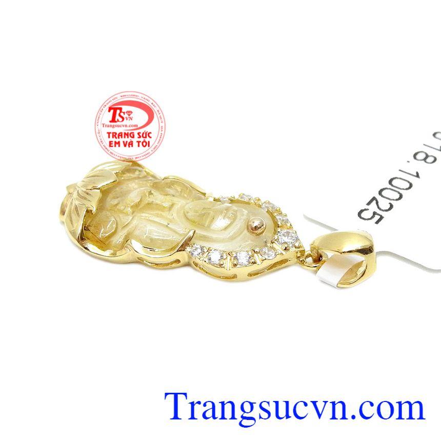 Mặt dây có thể dùng với dây chuyền vàng, dây da hoặc dây cao su bọc vàng.