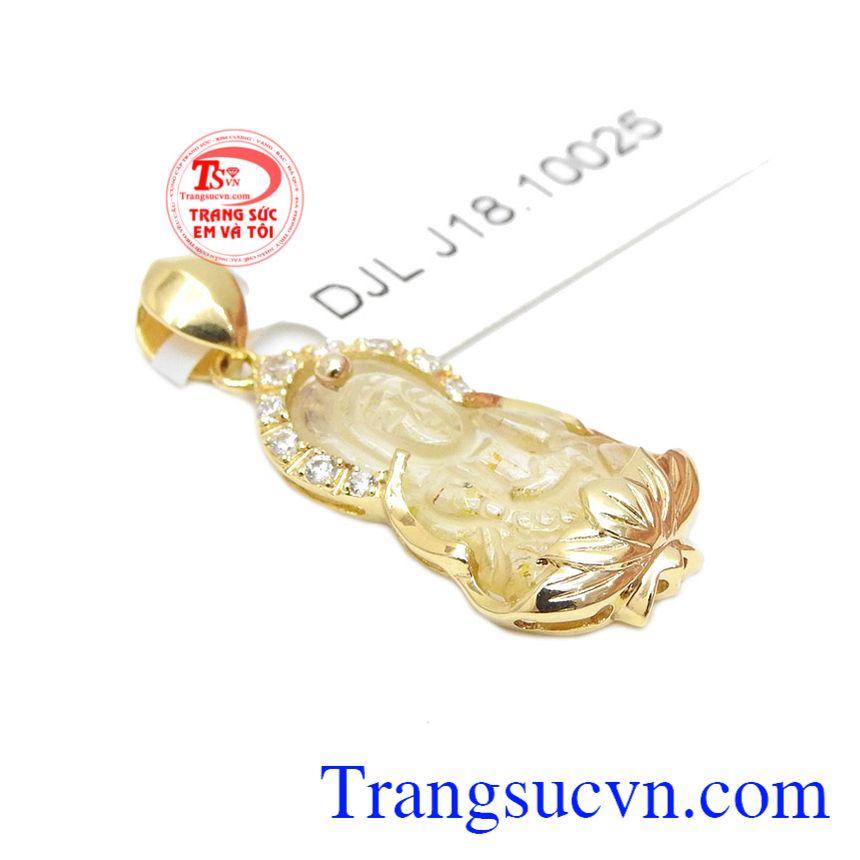 Sản phẩm kết hợp vàng tây 14k và thạch anh tóc thiên nhiên chạm khắc tinh tế.