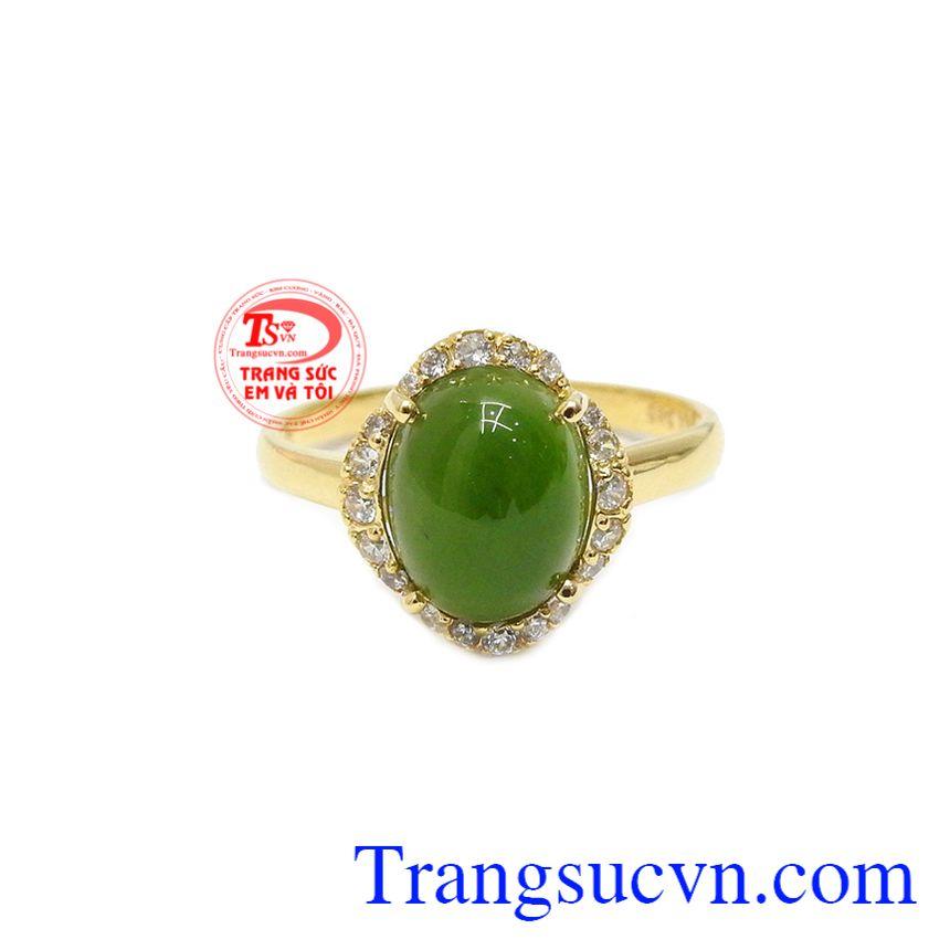 Nhẫn cẩm thạch bình an được chế tác từ vàng 14k bền đẹp và ngọc nepherite thiên nhiên.