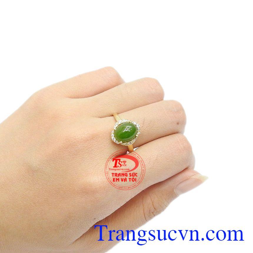 Nhẫn cẩm thạch hợp mệnh thích hợp làm quà tặng cho người thân và bạn bè.
