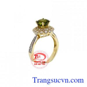 Nhẫn nữ peridot nữ hoàng
