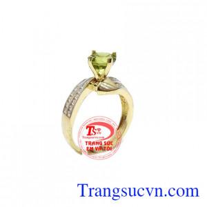 Nhẫn nữ peridot tinh tế