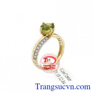 Nhẫn nữ peridot xinh xắn