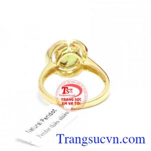 Nhẫn nữ peridot dịu dàng là sản phẩm nhẫn nữ vàng được thiết kế thời trang, tinh tế