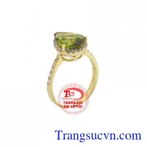 Nhẫn nữ peridot may mắn