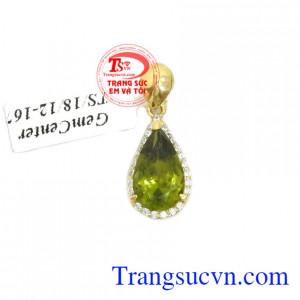 Mặt dây peridot may mắn là sản phẩm mặt dây chiều vàng tây đẹp, được các bạn nữ ưa thích