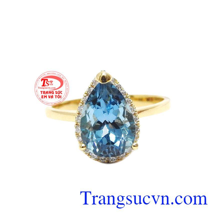 Nhẫn nữ topaz quyến rũ được chế tác theo hình giọt nước hiện đại và rất phong cách.