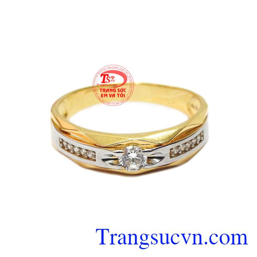 Nhẫn nam tinh tế 18k được thiết kế với kiểu dáng hợp thời trang và nhỏ gọn.