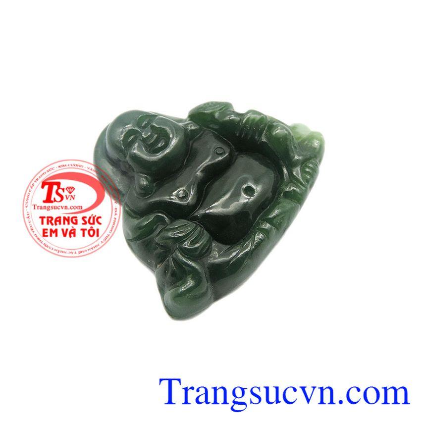 Là sản phẩm được làm từ ngọc Nephrite chất lượng, được chạm khắc đẹp.
