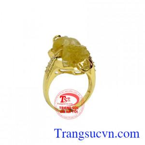 Nhẫn nữ vàng tỳ hưu phú quý là sản phẩm nhẫn nữ vàng tây 10k đẹp, ôm viền xung quanh tỳ hưu