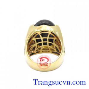 Nhẫn sapphire vừa đem lại vẻ sang trọng vừa có tác dụng phong thủy.