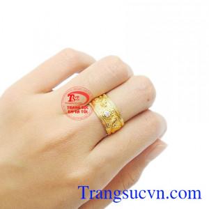 Sản phẩm kết hợp giữa vàng tây 18k và kim cương thiên nhiên.