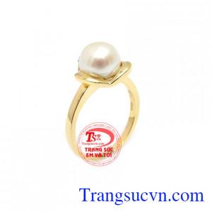 Nhẫn Ngọc Trai Nữ Hoàng