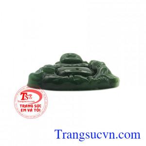 Mặt Phật Di Lặc Nephrite có thể làm mặt dây chuyền, phù hợp đem tặng cho người thân, bạn bè.