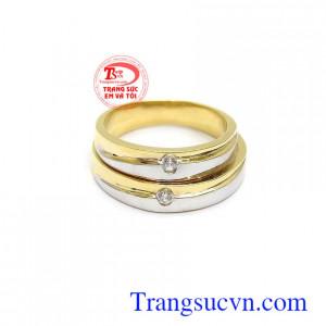 Nhẫn cưới vàng tình yêu son sắc chính là minh chứng cho tình yêu của hai người, dù có đi đâu, dù có vui hay buồn thì vẫn cứ khăng khít bên nhau cho tới đầu bạc răng long