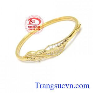 Vòng tay nữ 10k hiện đang được phái đẹp yêu thích mang lại vẻ sang trọng, quý phái cho người sở hữu.
