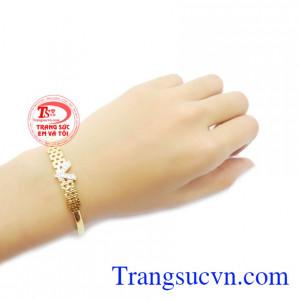 Vòng tay chữ V vàng 10k chất lượng.