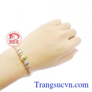 Vòng tay bi vàng 10k là món quà ý nghĩa để dành tặng cho người yêu thương.