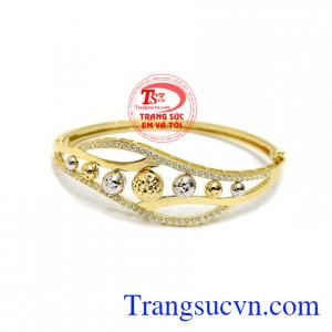 Vòng tay Korea vàng 10k đẹp là sản phẩm nhập khẩu từ Hàn Quốc chất lượng cao, kiểu dáng sang trọng,