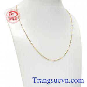 Với thiết kế dây mảnh kết hợp với bi hạt nhỏ vừa nữ tính vừa có nét cá tính