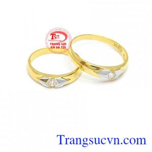Nhẫn cưới hạnh phúc vàng 10k là sản phẩm được thiết kế đơn giản, nhưng cũng không kém phần trẻ trung, tinh tế.