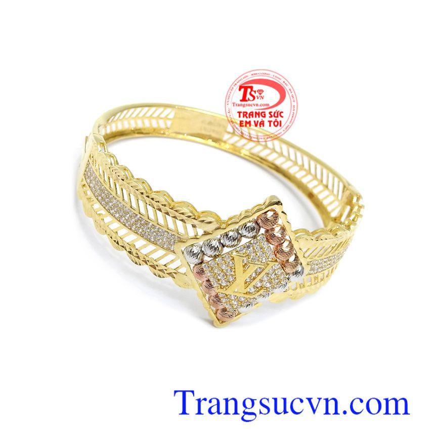 Vòng tay LV Quý Phái được chế tác từ vàng 10k, với công nghệ tiên tiến nhất mang đến sản phẩm vô cùng tinh xảo, sắc nét bảo hành 6 tháng, giao hàng nhanh trên toàn quốc