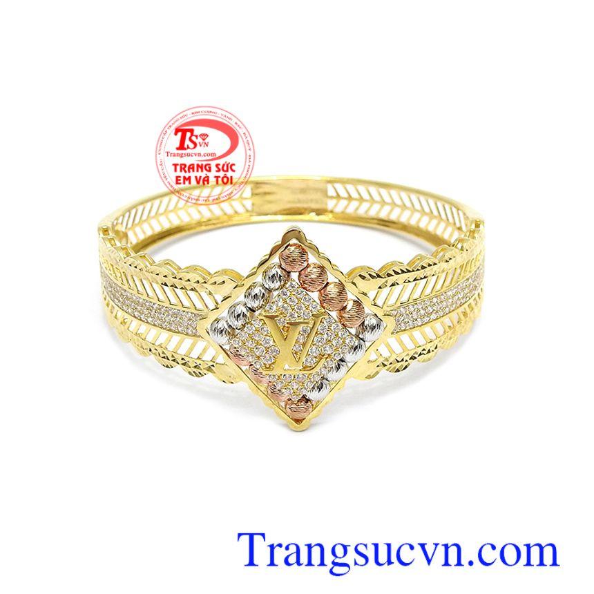 Vòng tay LV Quý Phái là sản phẩm được phái đẹp yêu thích, sản phẩm tôn lên vẻ đẹp sang trọng, quý phái