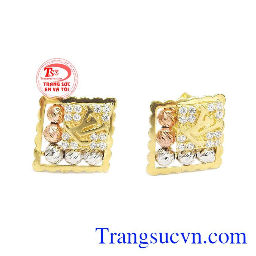 được thiết kế tinh tế, kết hợp giữa vàng tây 10k và biểu tượng LV đẳng cấp sang trọng tạo điểm nhấn cho sản phẩm.