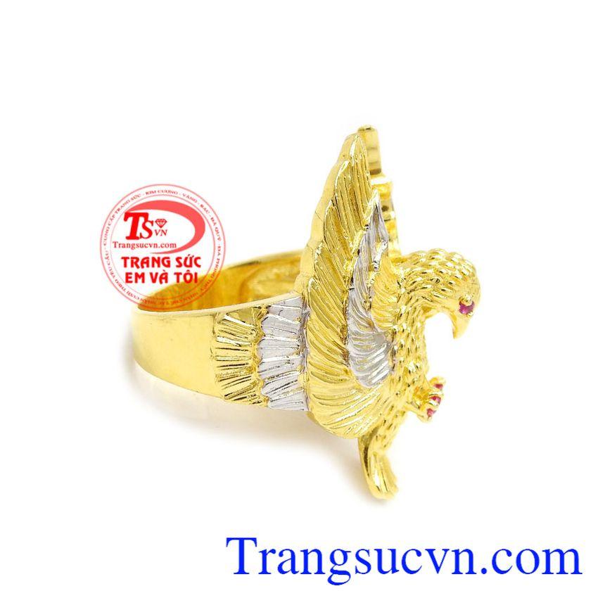 Sản phẩm được lấy ý tưởng từ loài đại bàng kiêu hãnh trên bầu trời để làm thiết  kế cho chiếc nhẫn nam thêm độc đáo